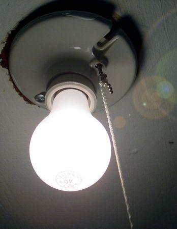 Glühlampe matt hell mit Blendung