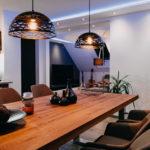 Indirekte Akzentbeleuchtung mit RGBW in Wohnzimmer & Küche, kaltweiß