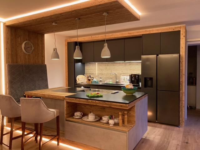 Kücheninsel mit LED-Streifen